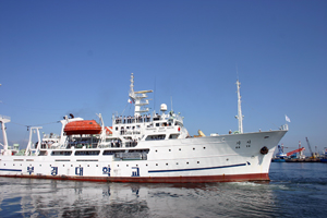 練習船「カヤ号」出港の様子