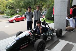 フォーミュラーチームによる車両展示