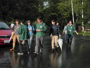 雨が上がり,ツアー参加者からは笑顔も