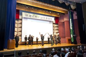 応援団による歓迎のステージ